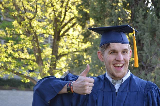 graduation-879941_640